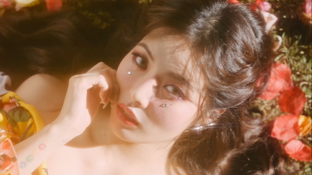 Hyuna 'Flower Shower' MV